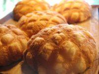 食べ歩きなら浅草花月堂のメロンパン!