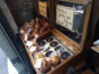 手作りマフィンが美味しいスイーツ&バー、テナベッテ。
