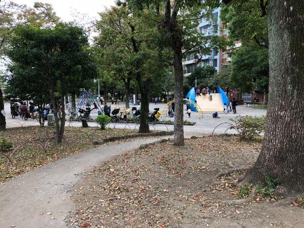 隅田公園内大きな滑り台