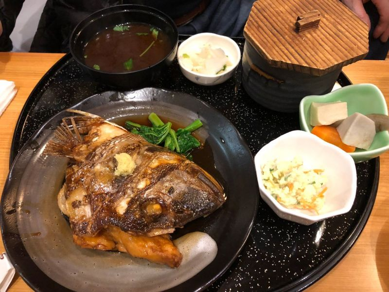 なりひらの真鯛のかぶと煮定食