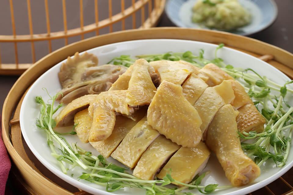 丸鶏の香り生姜ソース添え